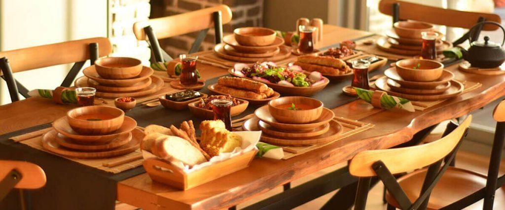 ظروف بامبو روی میز